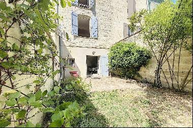 UZES HISTORIC CENTRE TOWN HOUSE WITH GARDEN