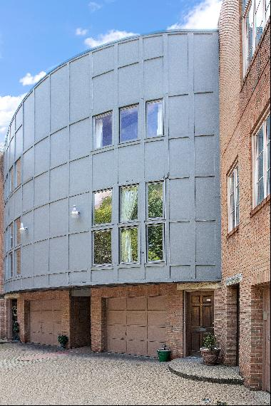 Updated Contemporary Townhome in Shadyside