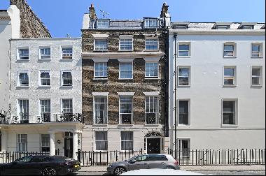 Elegant pied-à-terre situated on Park Street, Mayfair, close to Hyde Park