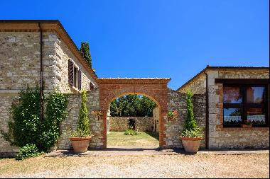 Historical country house in the heart of Crete Senesi with pool