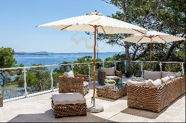 Exclusive villa with direct sea access and fantastic views to the bay of Palmanova and Pa