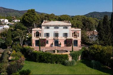 Fabulous country house exquisitely renovated. 6 bedrooms with sea views