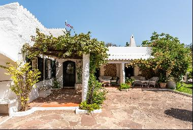 Idyllic country property with pool near Mahon