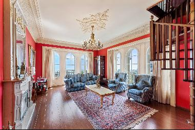 On the top floor of a prestigious residence, magnificent duplex