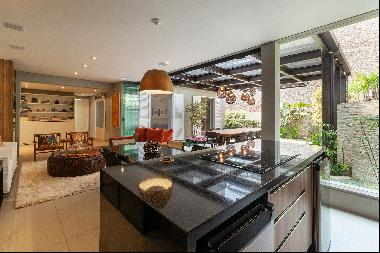 House with gourmet space in coveted location
