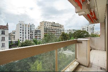 Paris 16th District – A 3/4 bed with a terrace and balconies