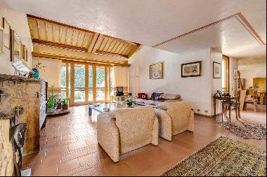 Elegant villa d'auteur with garden and works of art in the center of the city