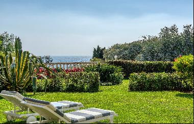2 bedroomed apartment with garden for sale - Sea view
