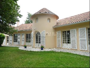 Near Libourne - charming house with indoor pool