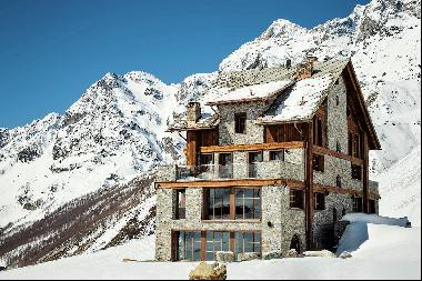 Chalet Cervinia, extraordinary luxury chalet in the most unbeatable setting