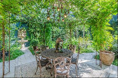 Extraordinary duplex with 310 m2 of garden in the heart of Barcelona
